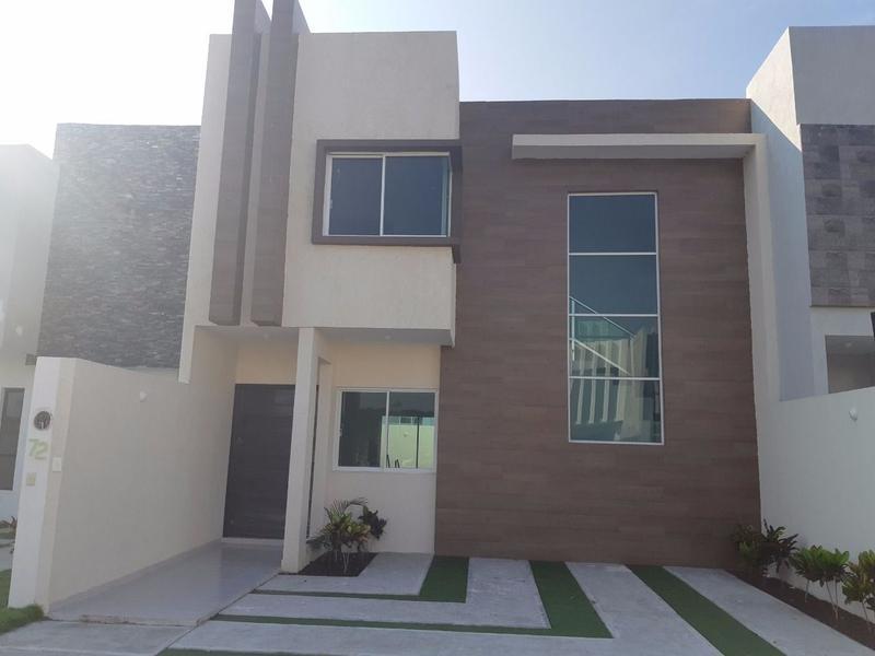 Foto Casa en Venta |  en  Puerto Condesa,  Alvarado  En Venta Residencia en Veracruz (La Riviera)