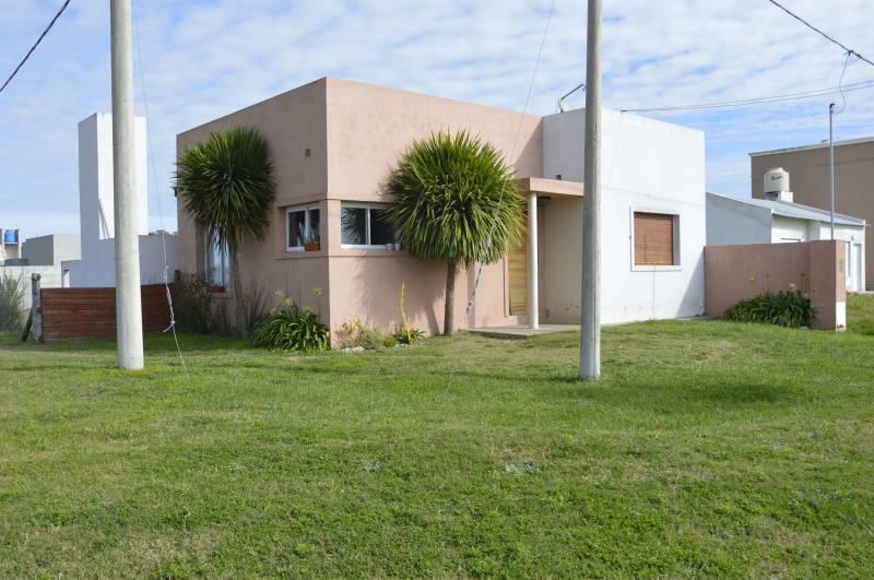 Foto Casa en Venta en  Pila,  Pila  Nestor Kirchner y M Planes de Casco  al 200