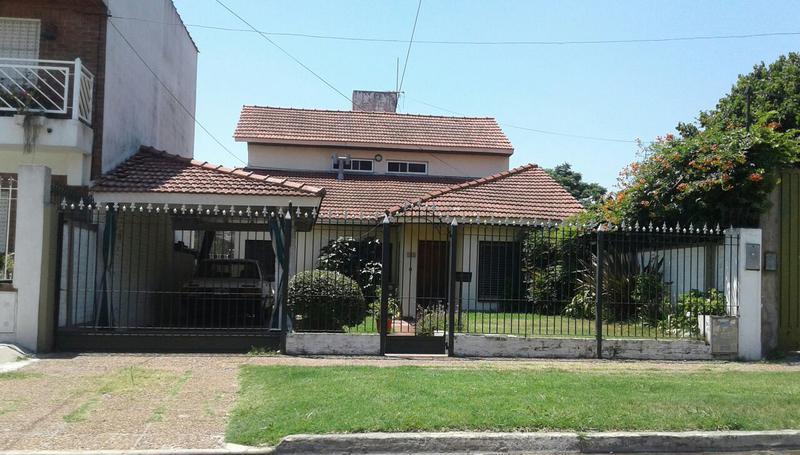 Foto Casa en Venta en  Lomas de Zamora Oeste,  Lomas De Zamora  24 de mayo 1262