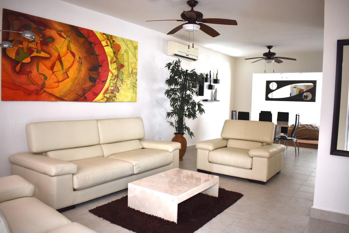 Foto Casa en condominio en Venta | Renta en  Supermanzana 312,  Cancún  CASA  AMUEBLADA EN VENTA O RENTA EN CANCUN EN AVENIDA HUAYACÁN EN RESIDENCIAL ISLA AZUL