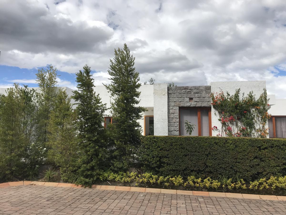 Foto Casa en Venta en  Cumbayá,  Quito  Conjunto La Victoria, junto al Colegio Menor