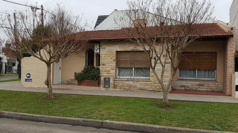 Foto Casa en Venta |  en  Temperley Este,  Temperley  CARLOS CASARES al 700