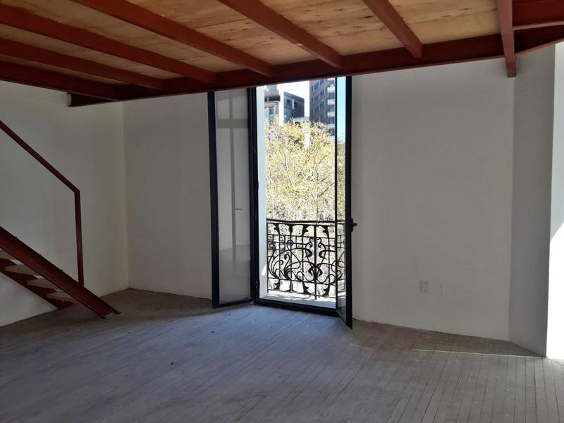 Foto Oficina en Venta en  Ciudad Vieja ,  Montevideo  Apartamento por peatonal Sarandí - Plaza Matriz