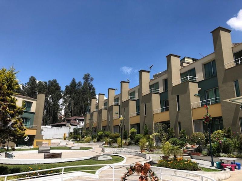 Foto Casa en Venta en  Norte de Quito,  Quito  Santa Lucía, amplia y linda casa