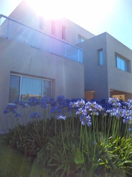 Foto Casa en Alquiler en  Cabos del Lago,  Nordelta  Cabos del Lago al 100