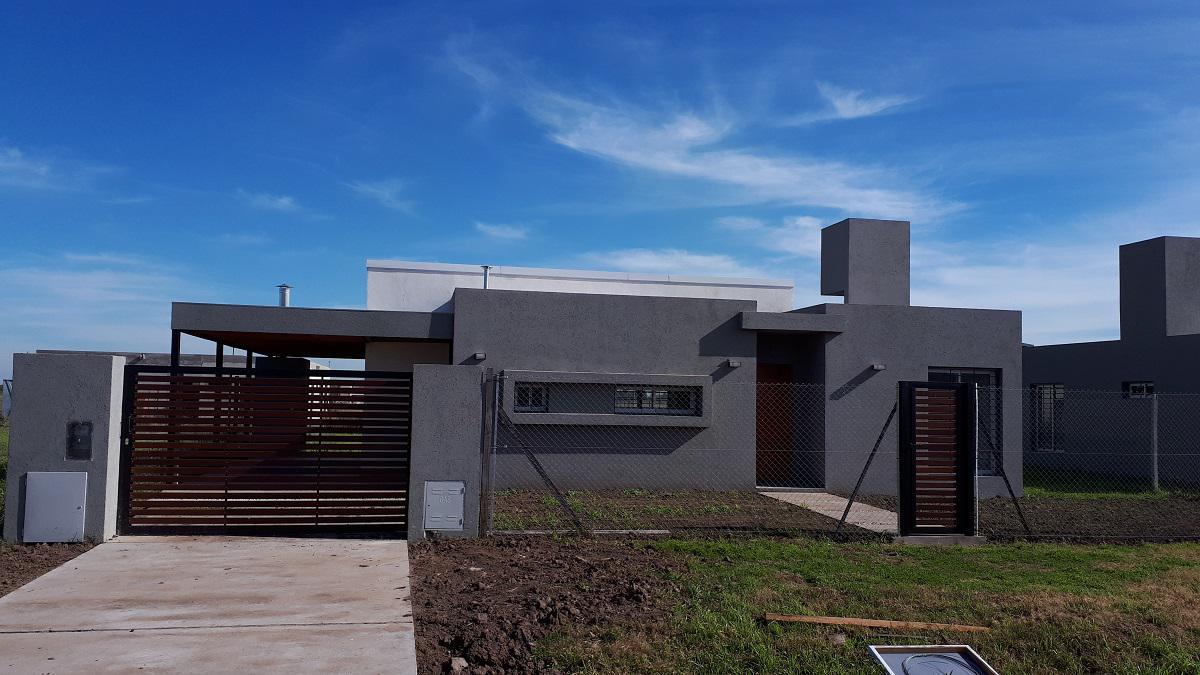 Foto Casa en Venta en  Funes ,  Santa Fe  La Rastra al 3200