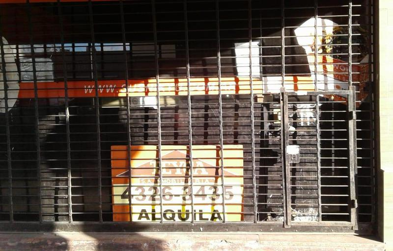 Foto Local en Alquiler en  Lanús ,  G.B.A. Zona Sur  Av. Hipólito Yrigoyen  4805