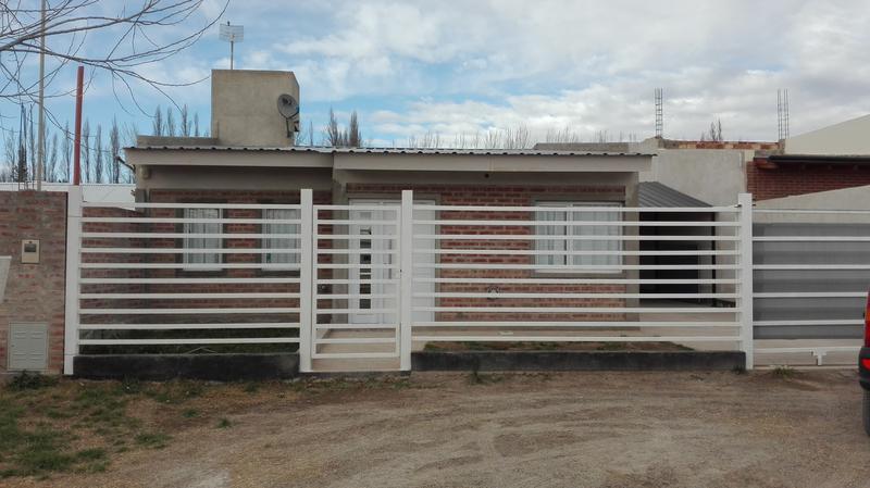 Foto Casa en Venta en  Plottier,  Confluencia  PLOTTIER LOS ZORZALES al 100