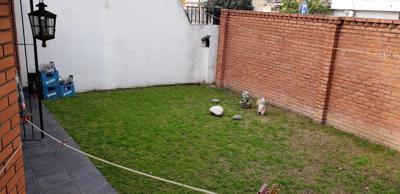 Foto Casa en Venta en  Mataderos ,  Capital Federal  Casa 4 ambientes, mataderos, con garage, jardín y quincho, Tandil al 7400