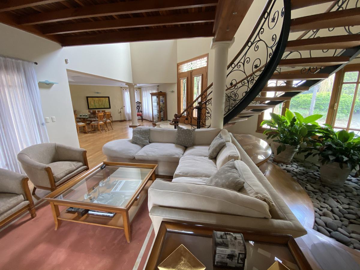 Foto Casa en Venta en  Altos del Chateau,  Countries/B.Cerrado (Cordoba)   Calidez y Calidad en Altos del Chateau