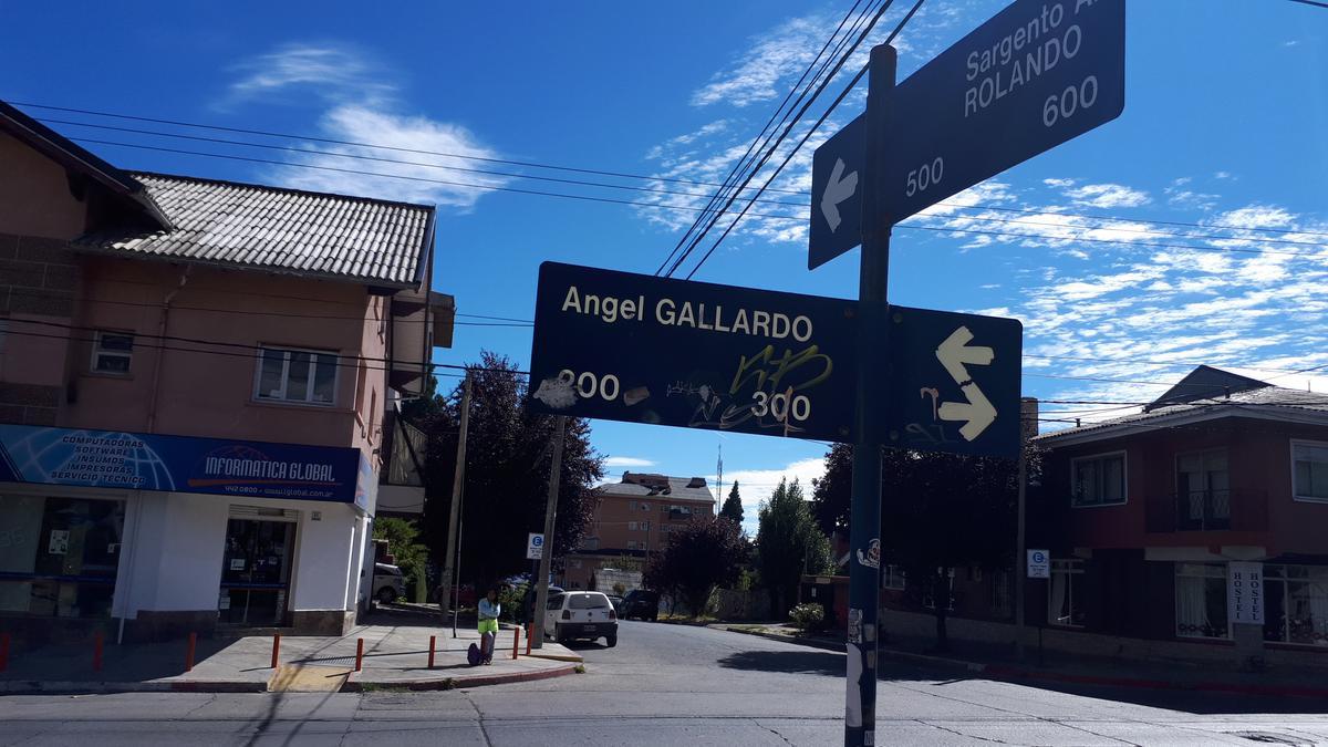 Foto Local en Alquiler en  Centro,  San Carlos De Bariloche  Gallardo esquina Rolando