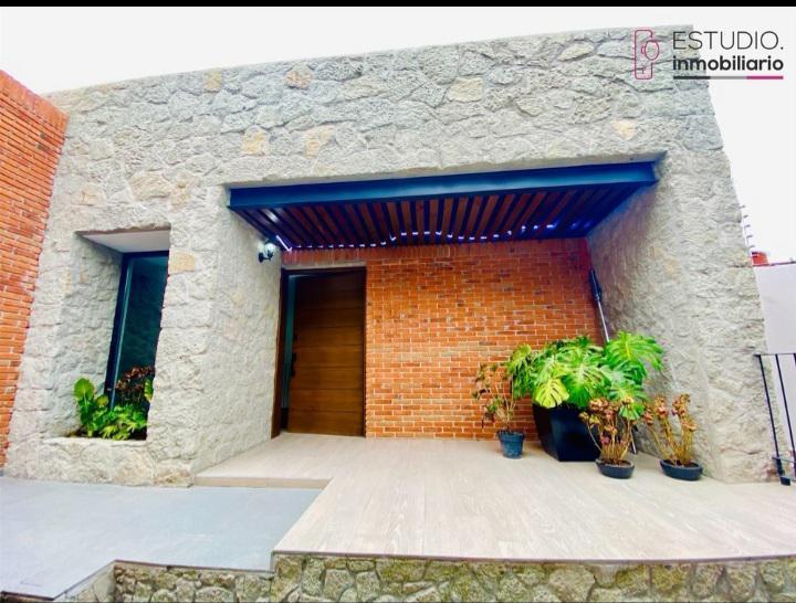 Foto Casa en Venta en  La Herradura,  Huixquilucan  CASA EN VENTA LA HERRADURA. seguridad, nueva, tres niveles.