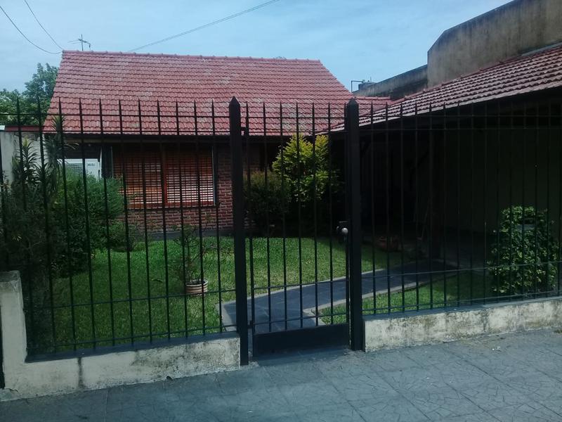 Foto Casa en Venta |  en  Lomas de Zamora Oeste,  Lomas De Zamora  Estrada 480 Lomas de Zamora