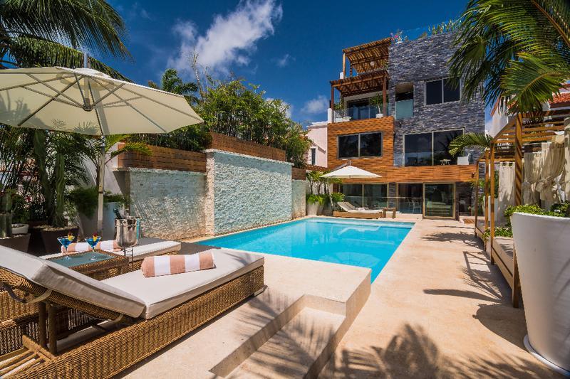 Foto Casa en Venta en  Zona Hotelera,  Cancún  CASA EN VENTA EN CANCUN POK TA POK ZONA HOTELERA