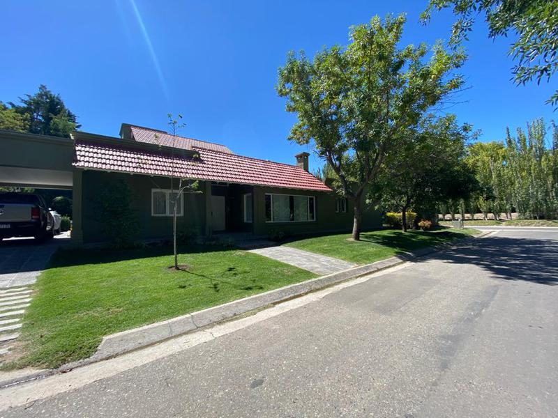 Foto Casa en Venta en  Capital ,  Neuquen  RINCON CLUB DE CAMPO