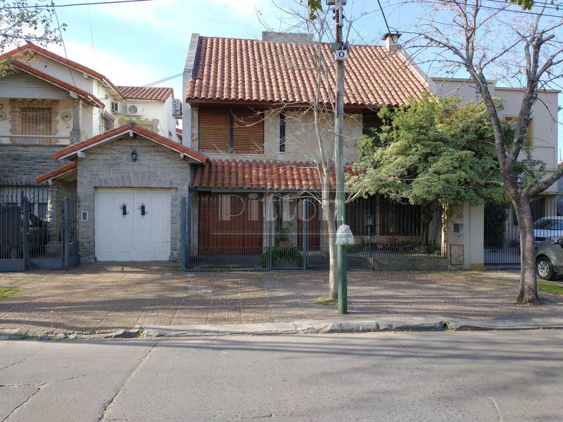 Foto Casa en Venta en  Banfield Este,  Banfield  Serrano 650