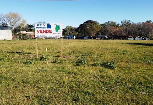 Foto Terreno en Venta en  Colonia del Sacramento ,  Colonia  Fracción de terreno de 5597 m2 sobre Rio de la Plata esquina Taboba