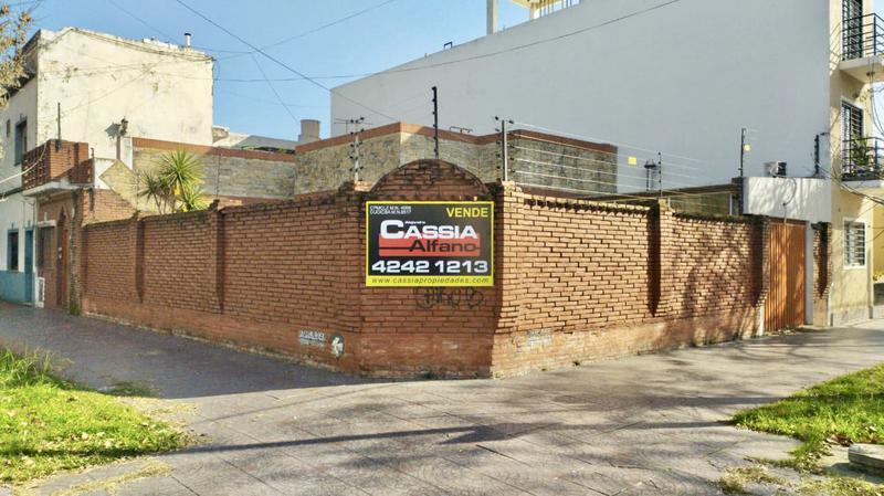 Foto Casa en Venta en  Lanús Este,  Lanús  BASAVILBASO 1211