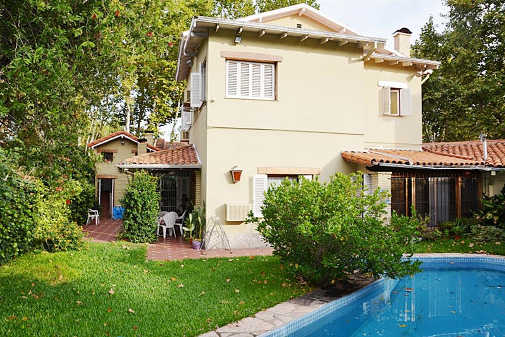 Foto Casa en Venta en  V.Lopez-Vias/Maipu,  Vicente Lopez  Hipólito Yrigoyen al 1000
