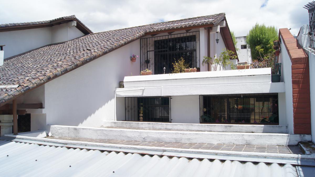Foto Casa en Venta en  El Pinar,  Norte de Quito  Pinar Bajo