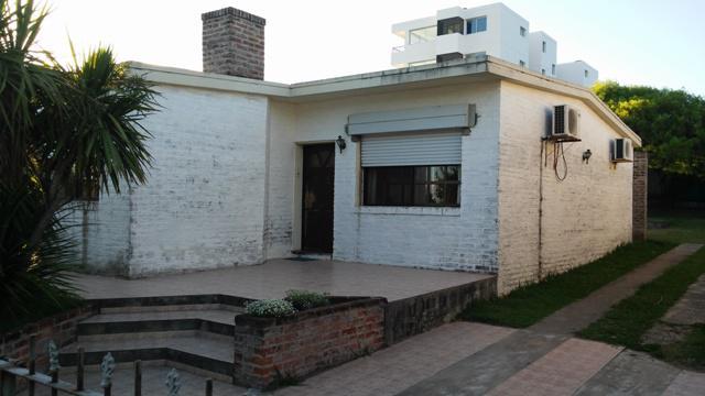 Foto Casa en Venta en  Colonia del Sacramento ,  Colonia  Solida casa a metros de Rambla Costanera