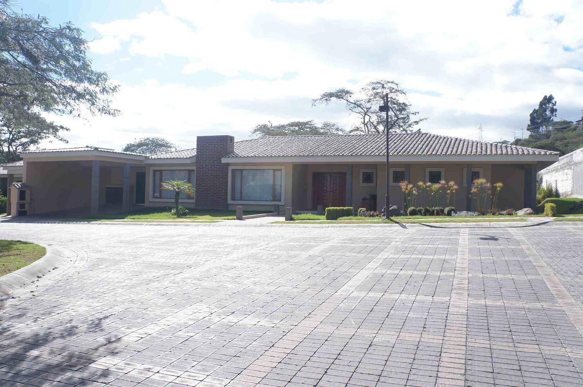 Foto Casa en Venta en  Cumbayá,  Quito  Urbanización San Antonio de La Viña
