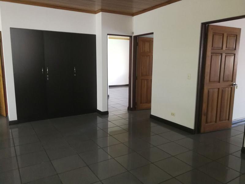 Foto Oficina en Venta | Renta en  Uruca,  San José  Complejo en la Uruca para uso de Oficinas con más de 20 parqueos