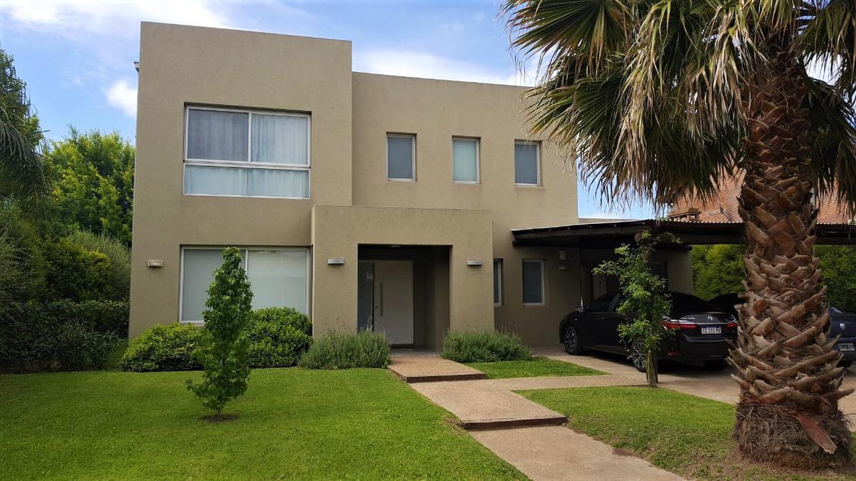 Foto Casa en Venta en  Miraflores,  Funes  Av. Fuerza Aerea 4204