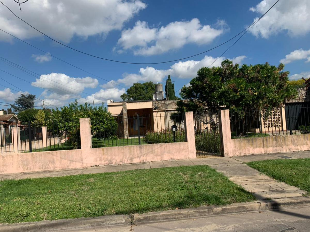 Foto Casa en Alquiler en  Adrogue,  Almirante Brown  Carlos Pellegrini 1200