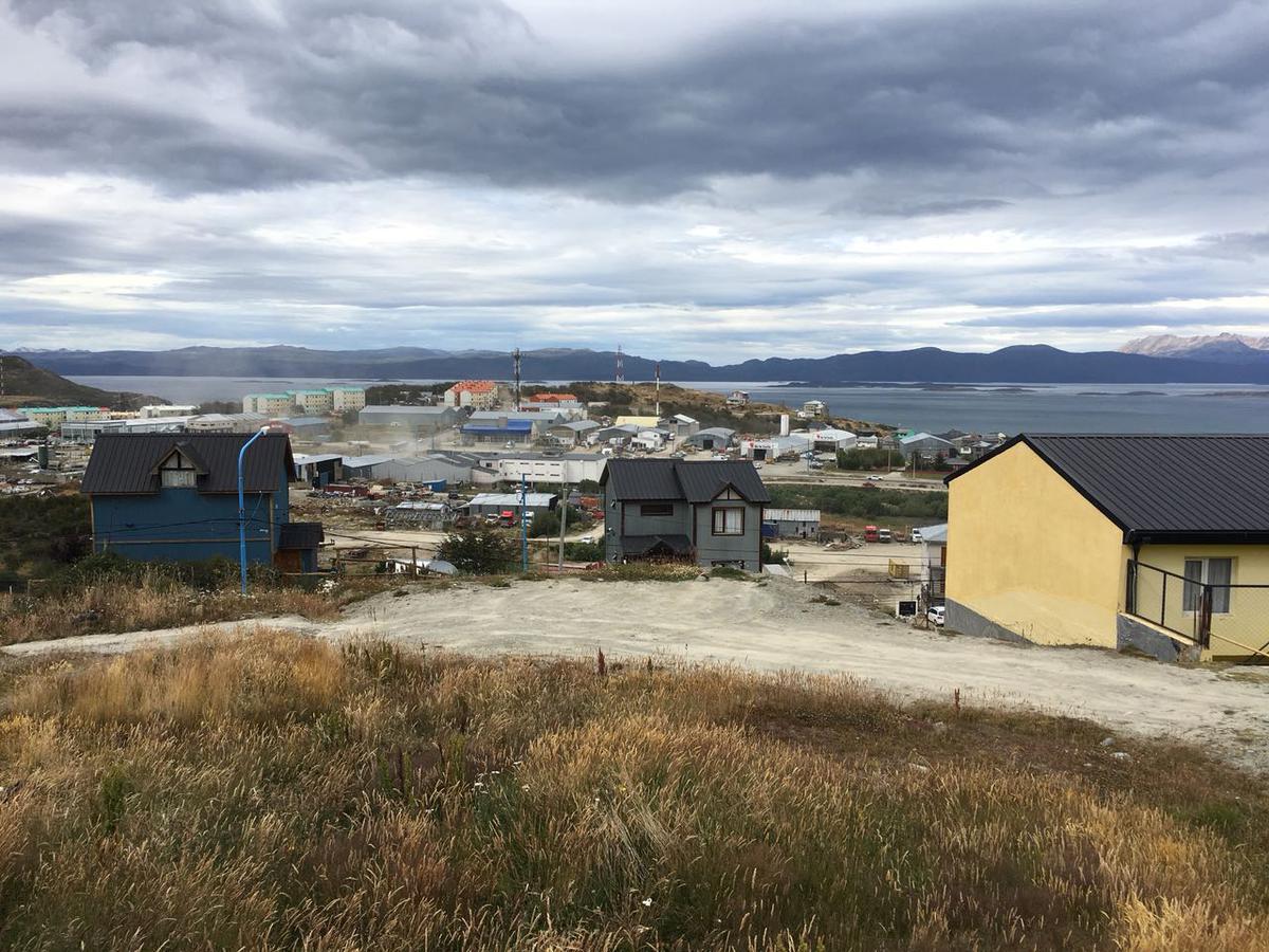 Foto Terreno en Venta en  Ushuaia ,  Tierra Del Fuego  Bahía Relegada al 4000