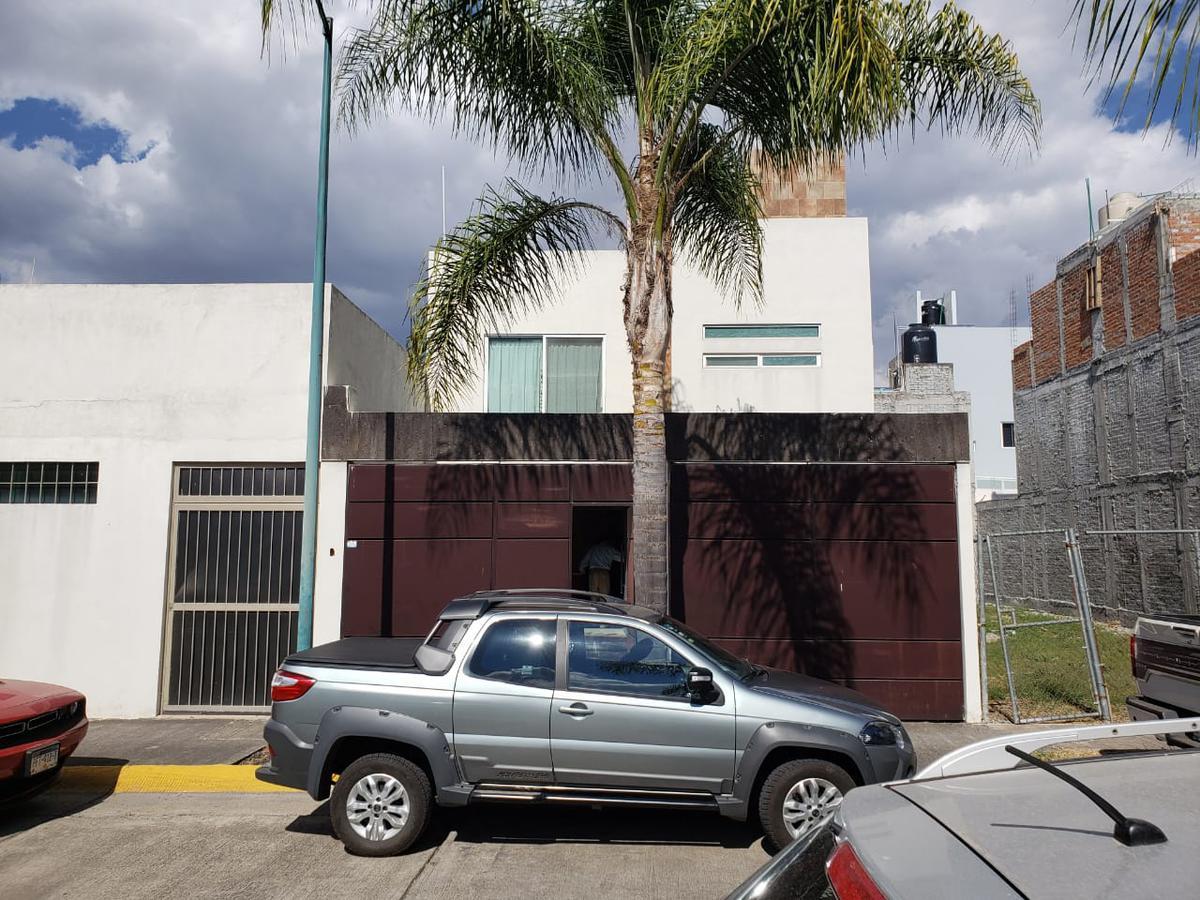 Foto Casa en Venta en  Escritor de la Independencia,  Morelia  FRACC. ESCRITOR DE INDEPENDENCIA CALLE ORDEN DE SANTO DOMINGO # al 100