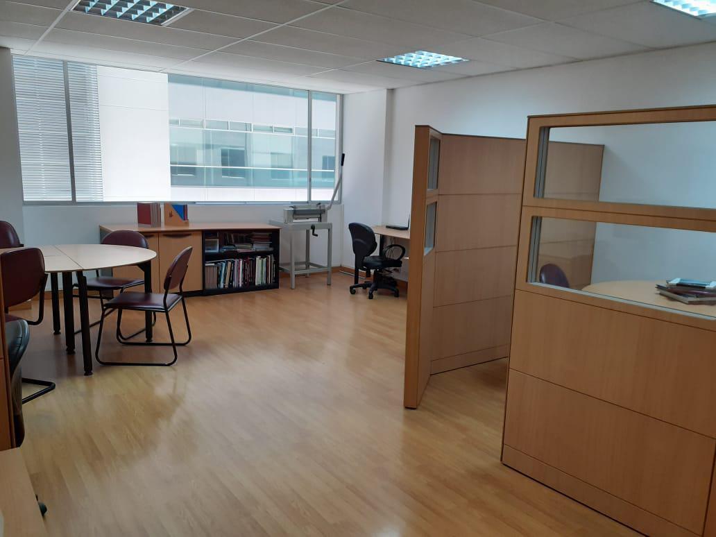 Foto Oficina en Venta en  Centro Norte,  Quito  INVIERTA EN OFICINA EXCELENTE UBICACIÓN