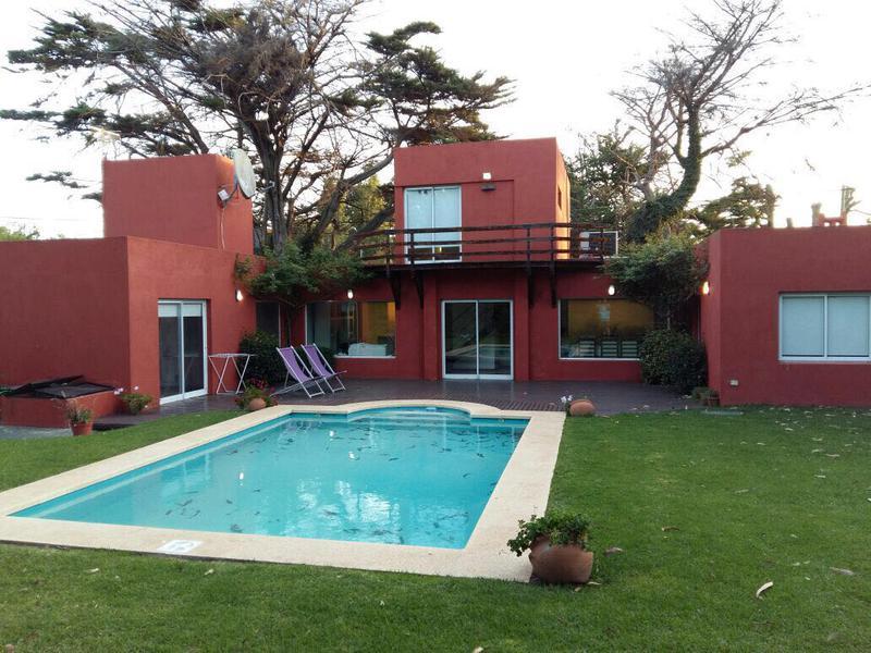 Foto Casa en Venta en  Los Acantilados,  Mar Del Plata  Calle 493 entre 14 y 16