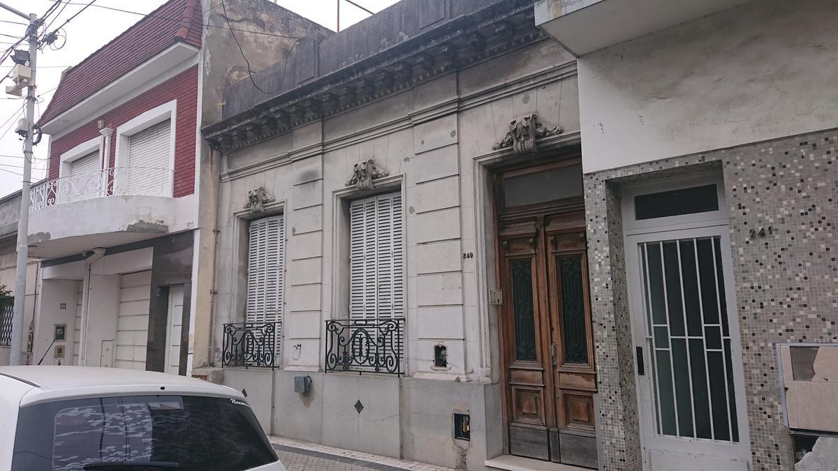 Foto Casa en Venta en  Avellaneda,  Avellaneda  French al 200