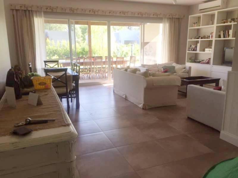 Foto Casa en Venta en  La Comarca,  Countries/B.Cerrado  Corredor Bancalari  al 3600
