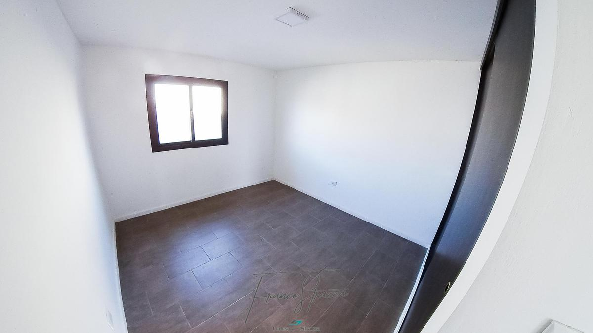 Foto Casa en Venta en  Los Prados,  La Calera  Maria Elena Walsh y  Juan Jose Saer