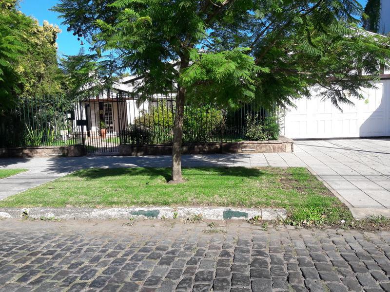 Foto Casa en Venta en  Banfield Oeste,  Banfield  M. CASTRO 1272 e. Larroque y Grigera