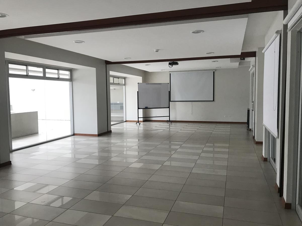 Foto Oficina en Alquiler en  Centro Norte,  Quito  Av, Orellana