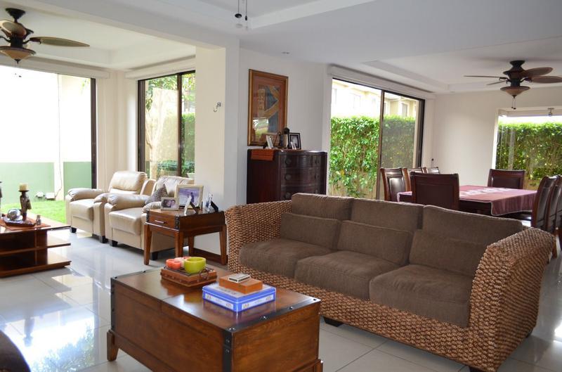 Foto Casa en condominio en Venta en  Pozos,  Santa Ana  Casa Esquinera en Santa Ana con vista a las montañas
