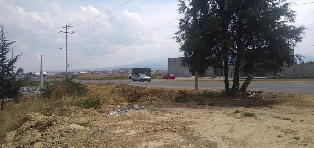 Foto Terreno en Venta en  San Luis Mextepec,  Zinacantepec  TERRENO EN VENTA SOBRE CARRETERA  ZITACUARO-ZINANCATEPEC EDO MEX