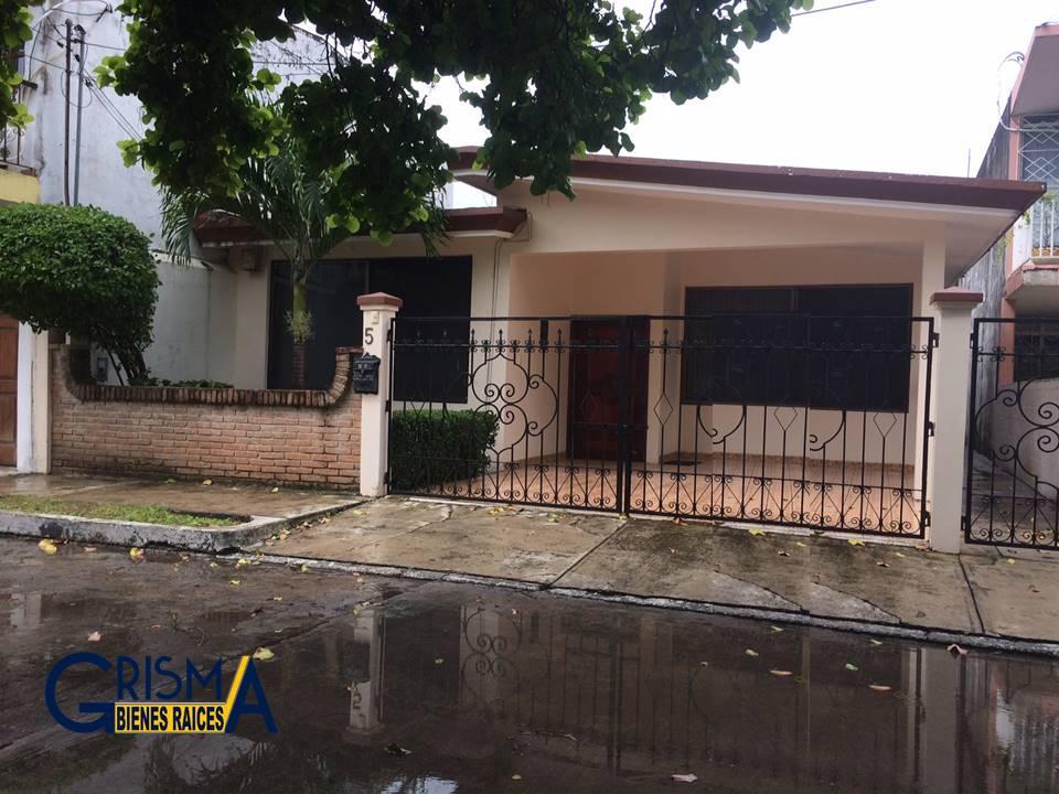 Foto Casa en Venta |  en  Jardines de Tuxpan,  Tuxpan  CASA ZONA RESIDENCIAL DE UNA PLANTA