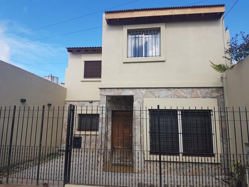 Foto Casa en Venta en  Banfield,  Lomas De Zamora  Beruti 1410