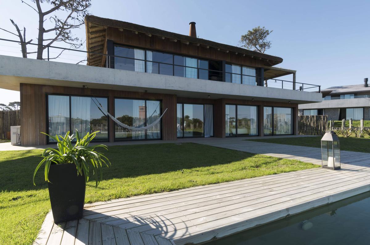 Foto Casa en Alquiler temporario en  Pinar del Faro,  José Ignacio  D1 Pinar del Faro