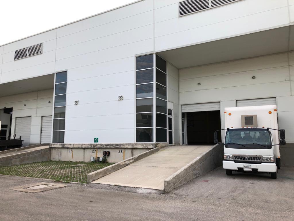 Foto Bodega Industrial en Renta en  Pueblo Tixcacal Opichen,  Mérida  Bodegas Industriales con anden de descarga propio  y rampa de acceso a las bodegas, con oficinas y baños