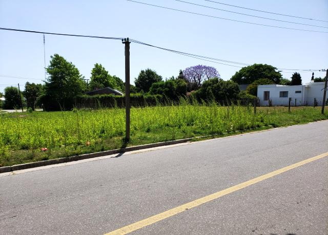 Foto Terreno en Venta en  Colonia del Sacramento ,  Colonia  Terreno en esquina ubicado a 300 metros de la Plaza de Toros