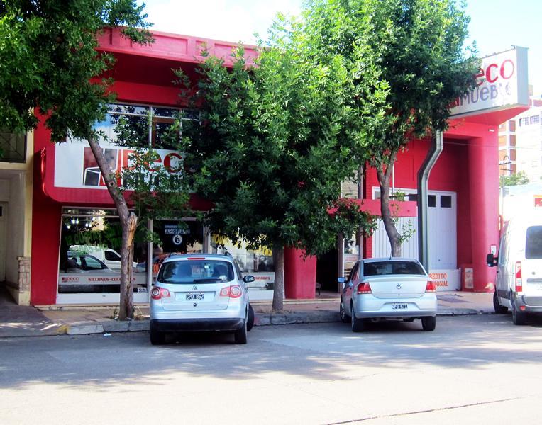 Foto Edificio Comercial en Alquiler en  Trelew ,  Chubut  9 de Julio al 600