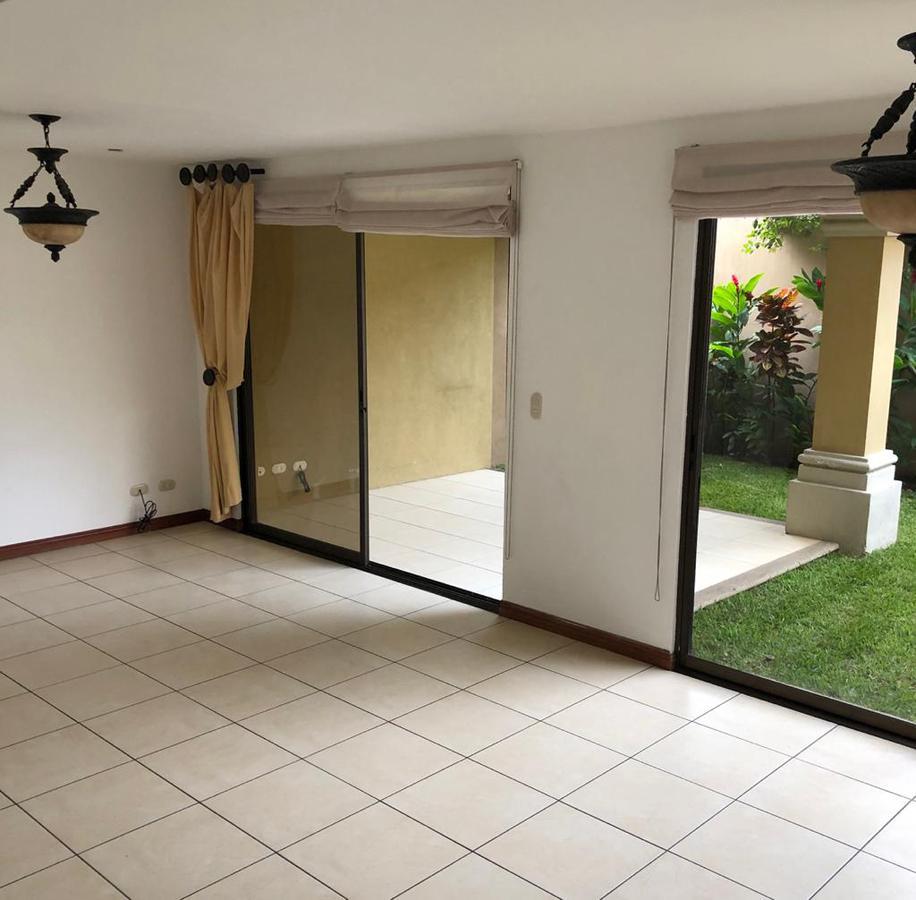 Foto Casa en condominio en Renta en  Escazu ,  San José  Escazú/ 3 habitaciones/ Mezzanine/ Piscina/ Tenis