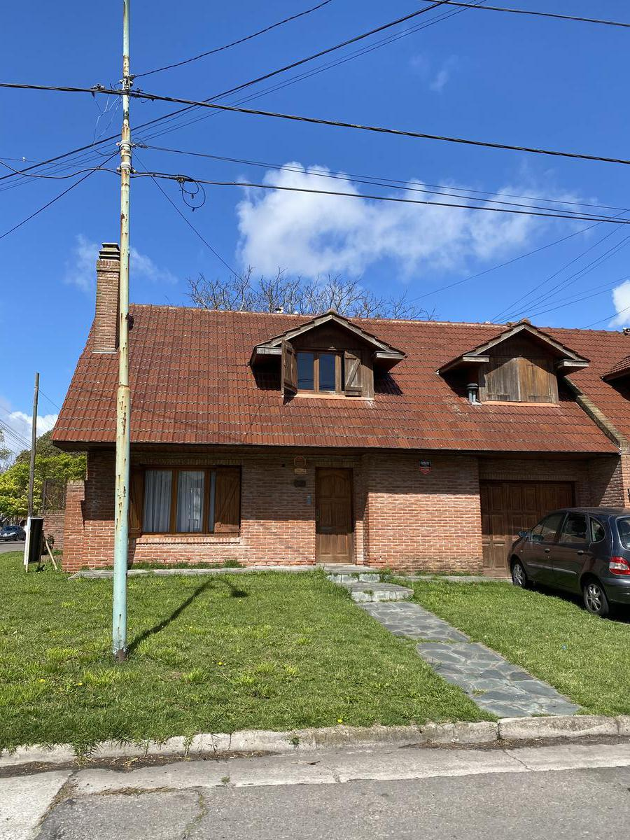 Foto Casa en Venta en  Los Pinares,  Mar Del Plata  Florisbelo Acosta  esquina Marcos sastre