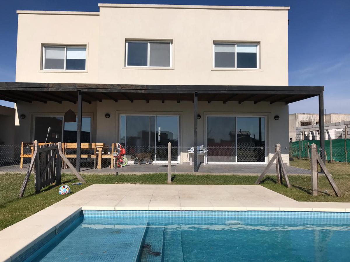Foto Casa en Alquiler en  El Canton,  Countries/B.Cerrado  islas al 100