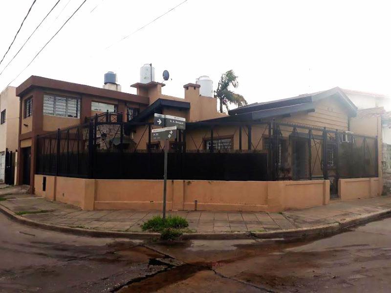 Foto Casa en Venta en BECQUER al 2100, G.B.A. Zona Oeste | Moron | Castelar